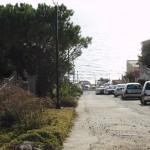 Parcheggi nelle strade laterali sterrate
