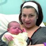 Il piccolo Javier con la mamma