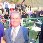 Giovanni Mostallino premia il vincitore