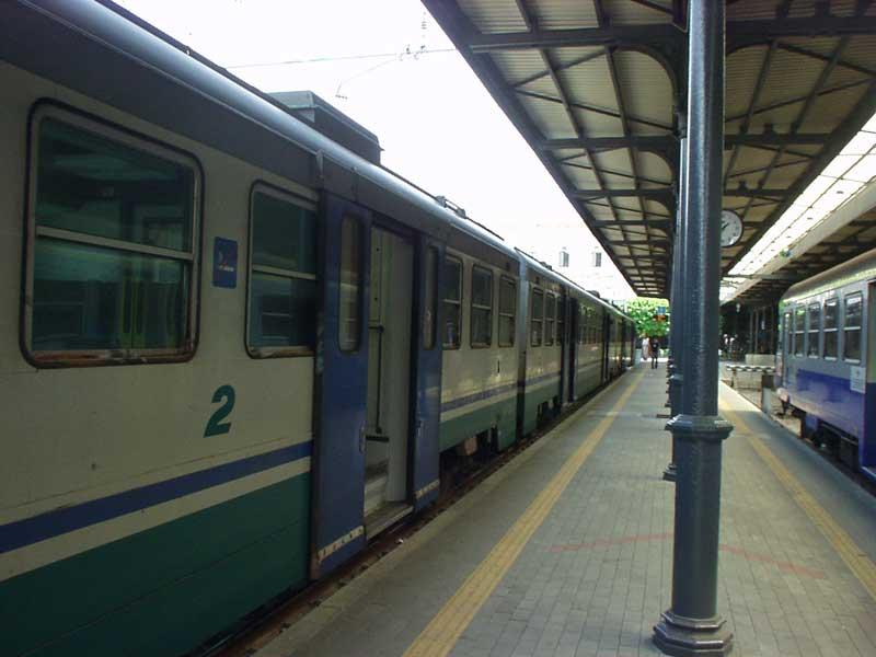 Treni fermi e nuovi disagi