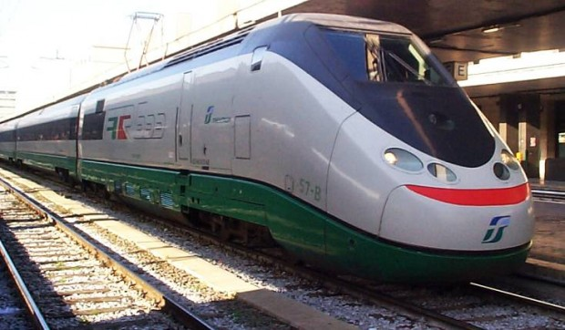 Treno fermo in stazione