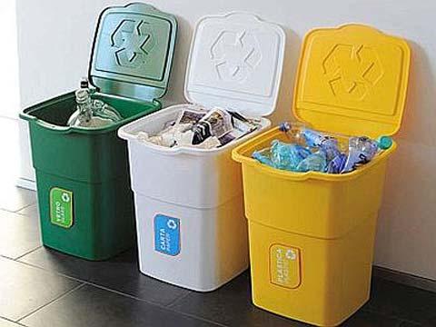 La raccolta dei rifiuti e i bidoni rotti san gavino - Contenitori da esterno ...