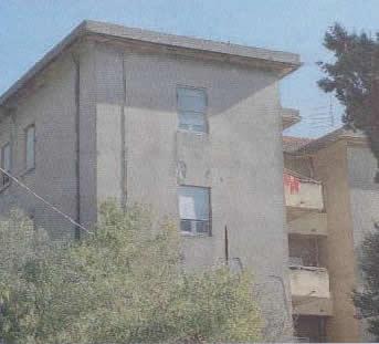 Il palazzo che ospita gli appartamenti messi in vendita dal Comune