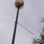 Il palo da cui sventolava una delle bandiere scomparse