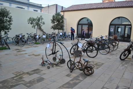 Una mostra di biciclette antiche
