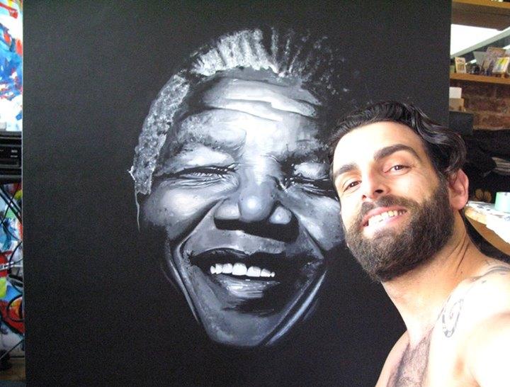 L'artista Giorgio Casu saluta Mandela