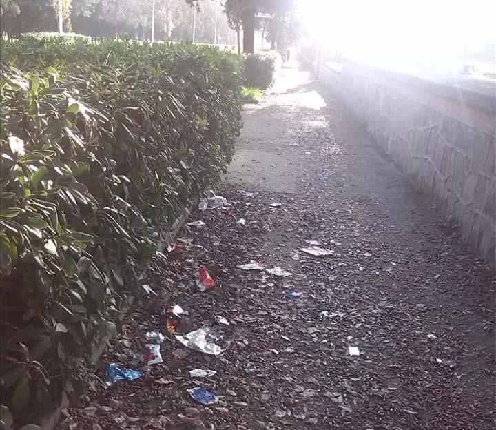 I marciapiedi adiacenti al Villaggio Sartori
