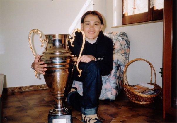 Daniele Turnu in una foto del 2001, alla sua prima vittoria del carnevale sangavinese con Su Torrapoi a suo fianco