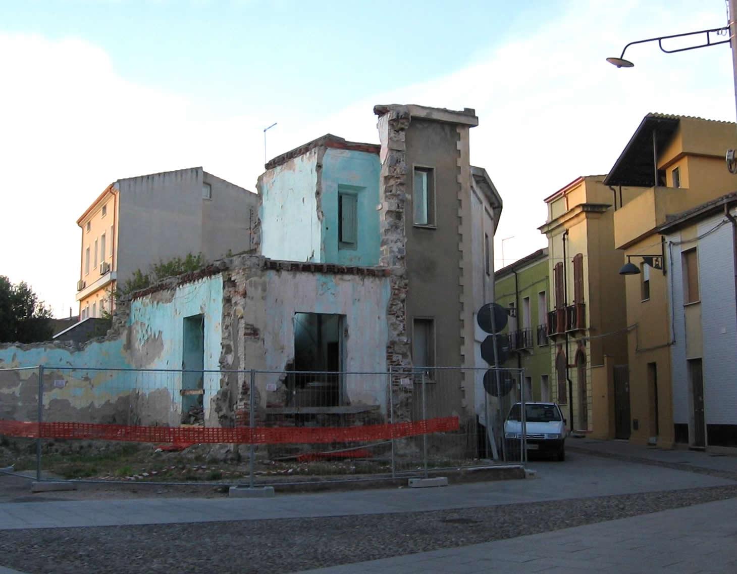 L'edificio (pericolante) della discordia