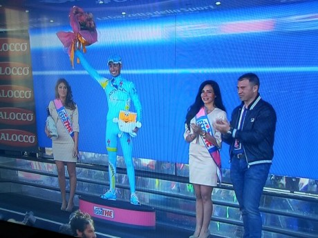Fabio Aru vince la tappa di Montecampione