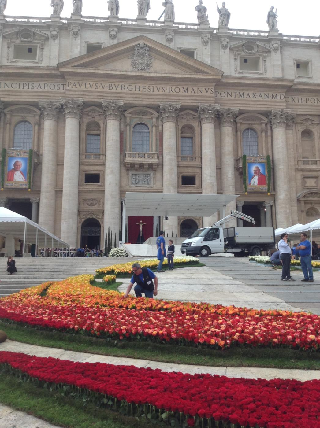 Quarantuno mila rose per i santi