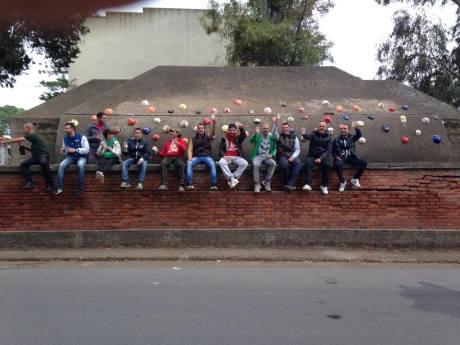 Il gruppo di ragazzi che ha realizzato l'installazione