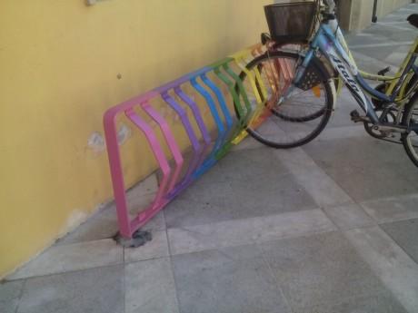 Nuove rastrelliere (colorate) per le biciclette