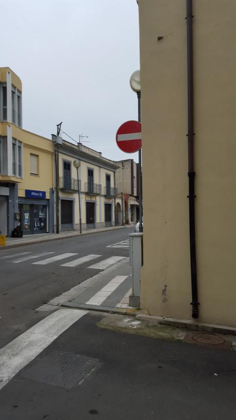 """Un divieto """"invisibile"""" in via Santa Lucia"""