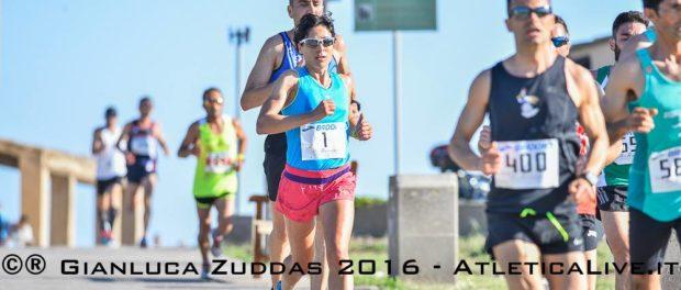 Claudia Pinna vince la mezza maratona dei Fenici… davanti agli uomini!