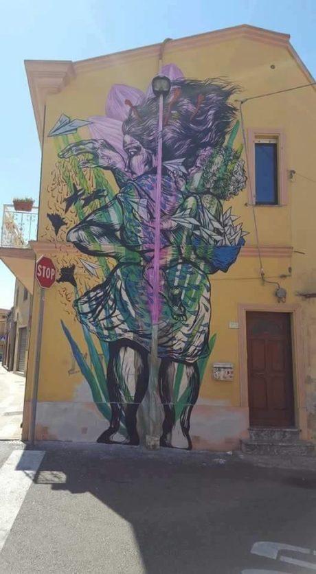 Murales realizzato dall'artista Bastardilla presso l'abitazione privata di (Sanna) in via Roma angolo Vico Monreale.