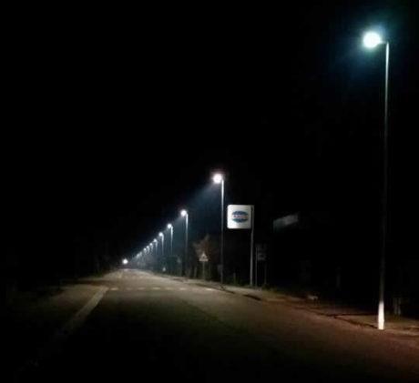 Illuminazione in via Trento, accesi i 14 nuovi lampioni