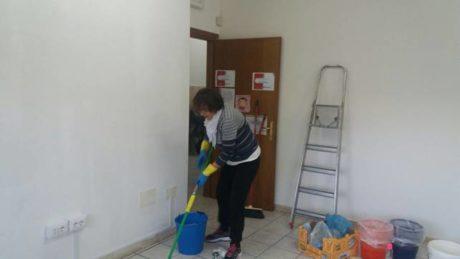 Rita Secchi, tesoriera dell'Associazione, prepara le stanze per le nuove attività
