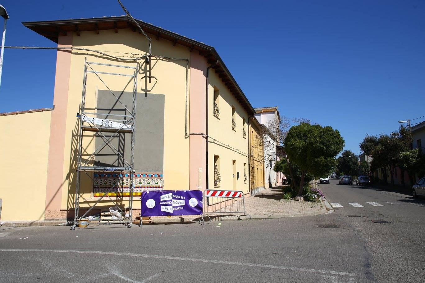 Via Trento, sta nascendo il murale di Claudia Filigheddu