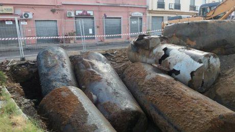 Piazza Battisti, rimozione delle vecchie cisterne ENI