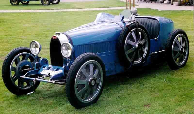 Sanluri, il raduno delle Bugatti d'epoca
