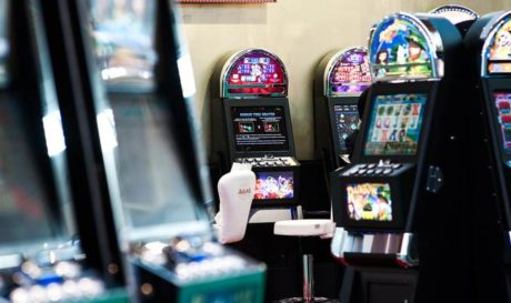 Dubbi e polemiche della filiera all'avvicinarsi della riduzione degli apparecchi di gioco