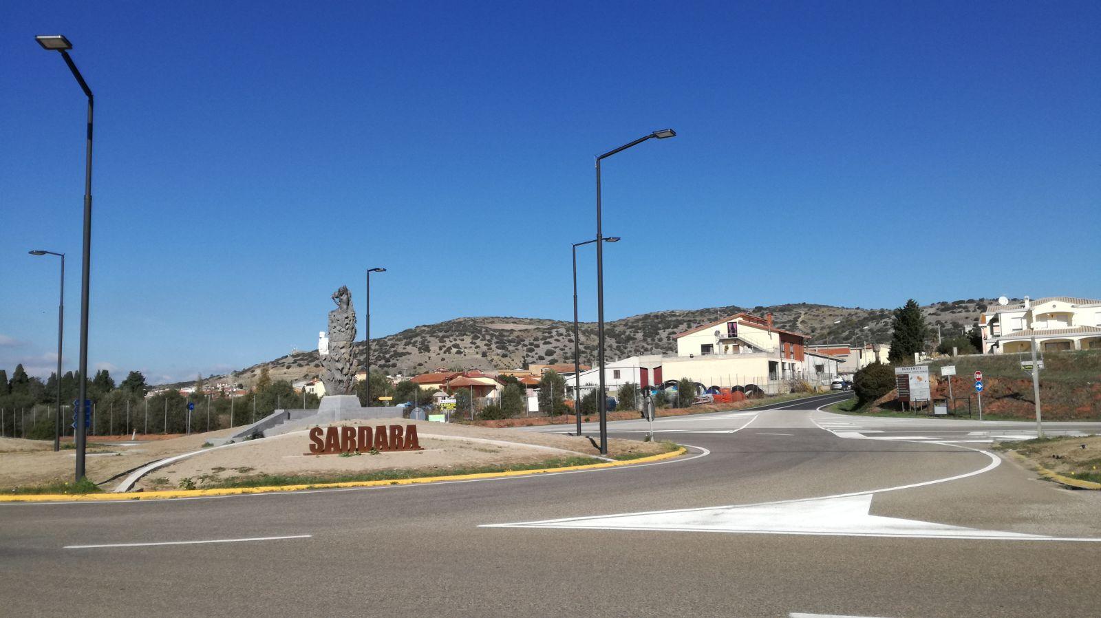 Sardara, una nuova rotonda all'ingresso del paese