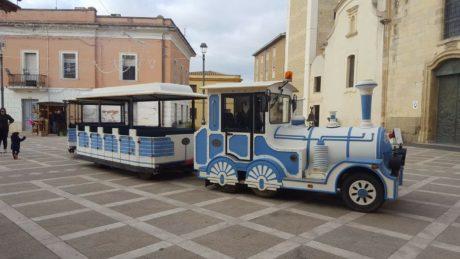 Carnevale, visita guidata ai murales a bordo del trenino