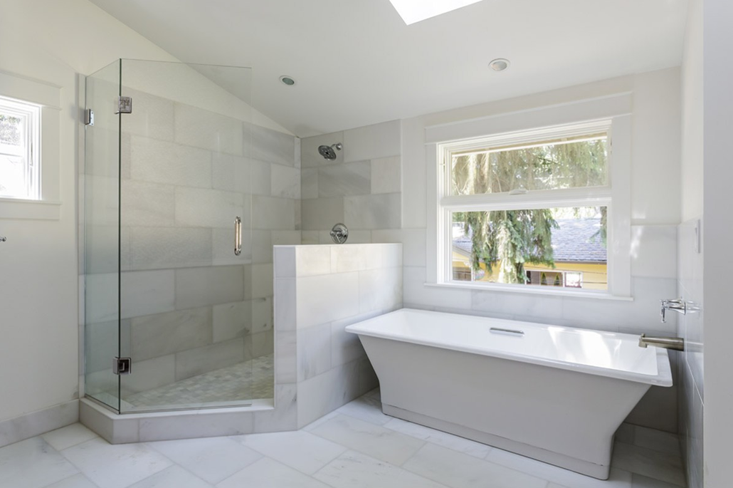 Ristrutturazione del bagno: scegliere la vasca o la doccia? san