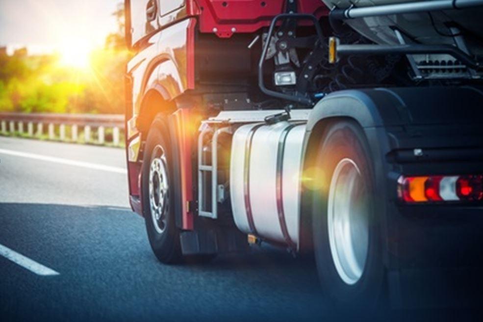 Assicurazione RCA autocarri e autoveicoli: differenze sostanziali della polizza e fiscali