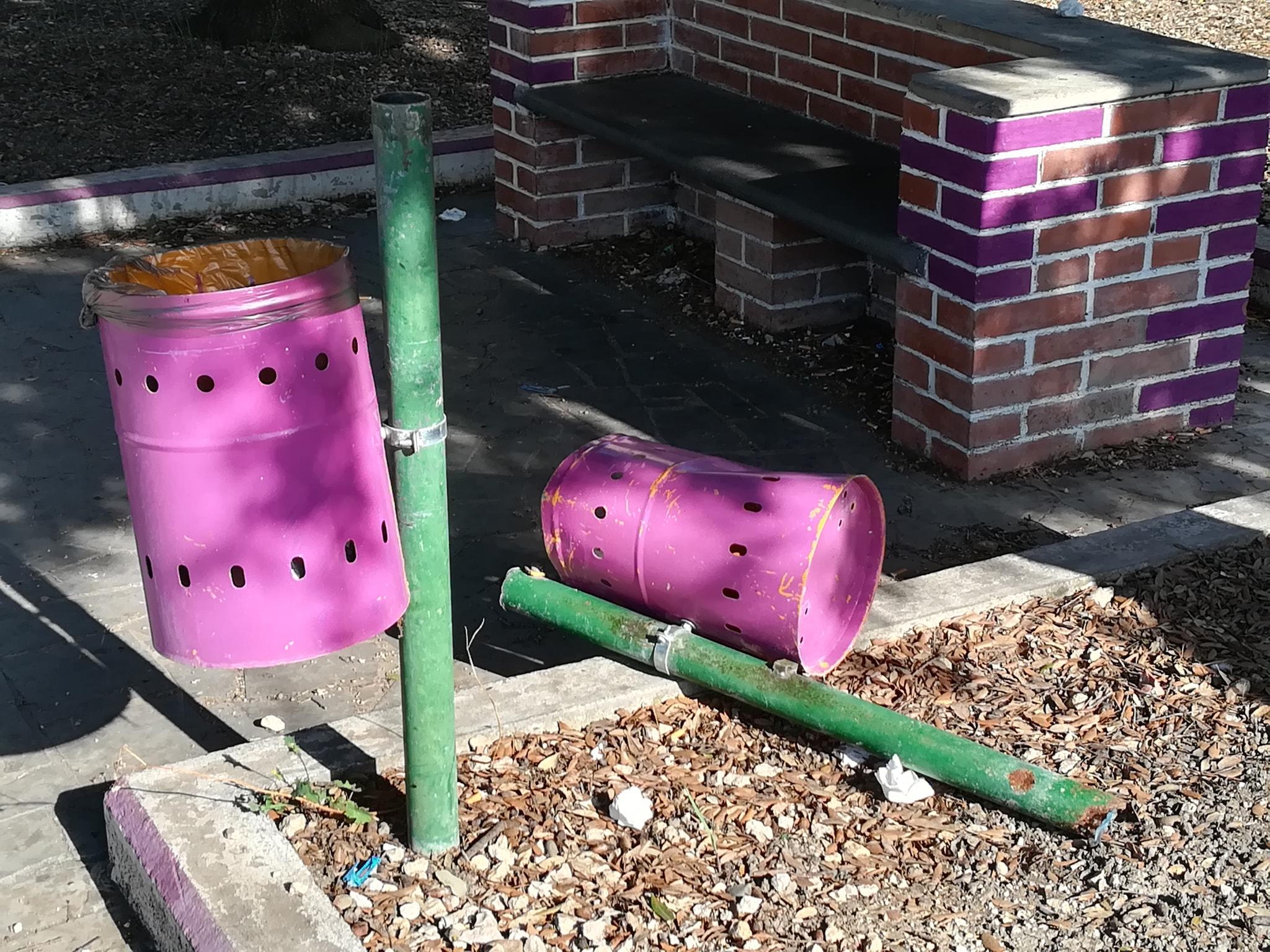 Anche piazza Salvo D'Acquisto preda dei vandali
