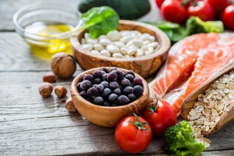Mangiar bene: ecco le caratteristiche imprescindibili di una dieta sana