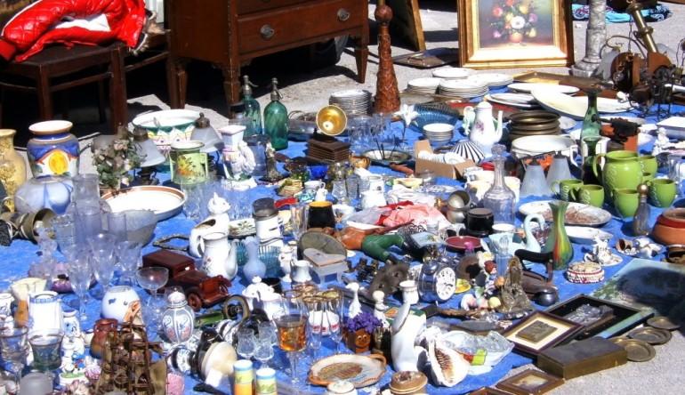 Festa di Santa Chiara, torna il mercatino delle pulci