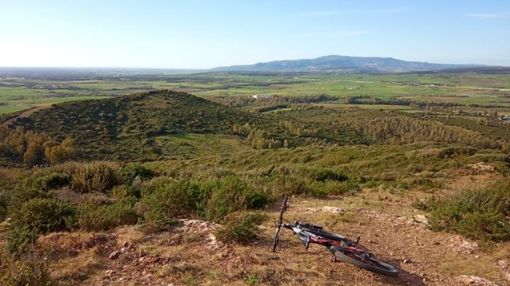 Vista del Medio Campidano con bici... [Foto di Gianrico]