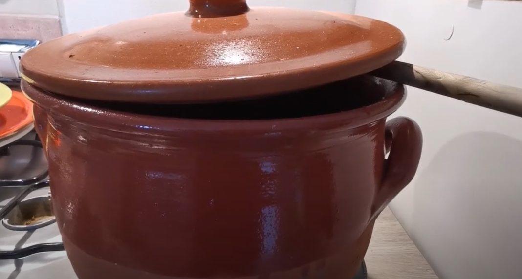 Orecchiette al sugo in pentola di terracotta
