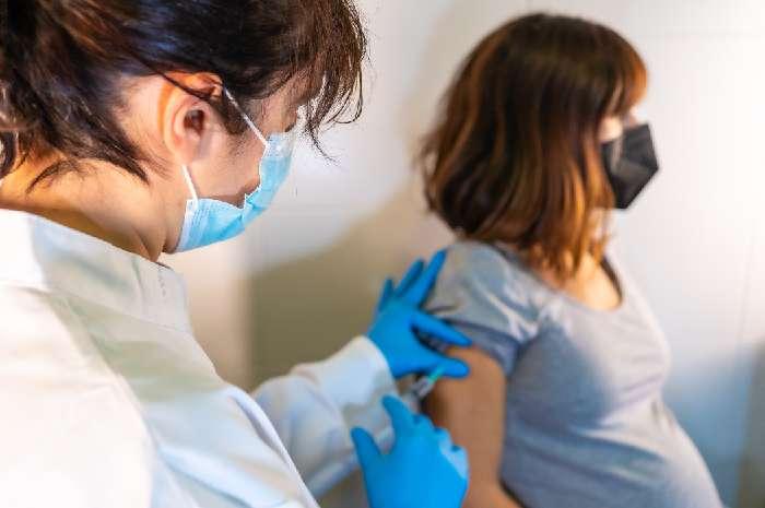 Vaccini nelle farmacie, siglato l'accordo tra Regione Sardegna e Federfarma